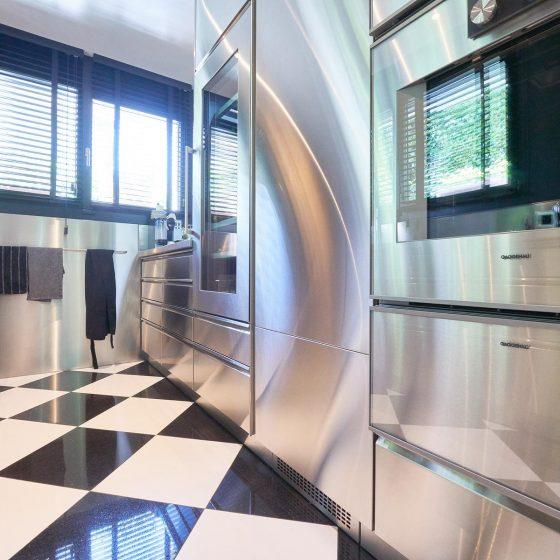 Beispiel Edelstahl Küche