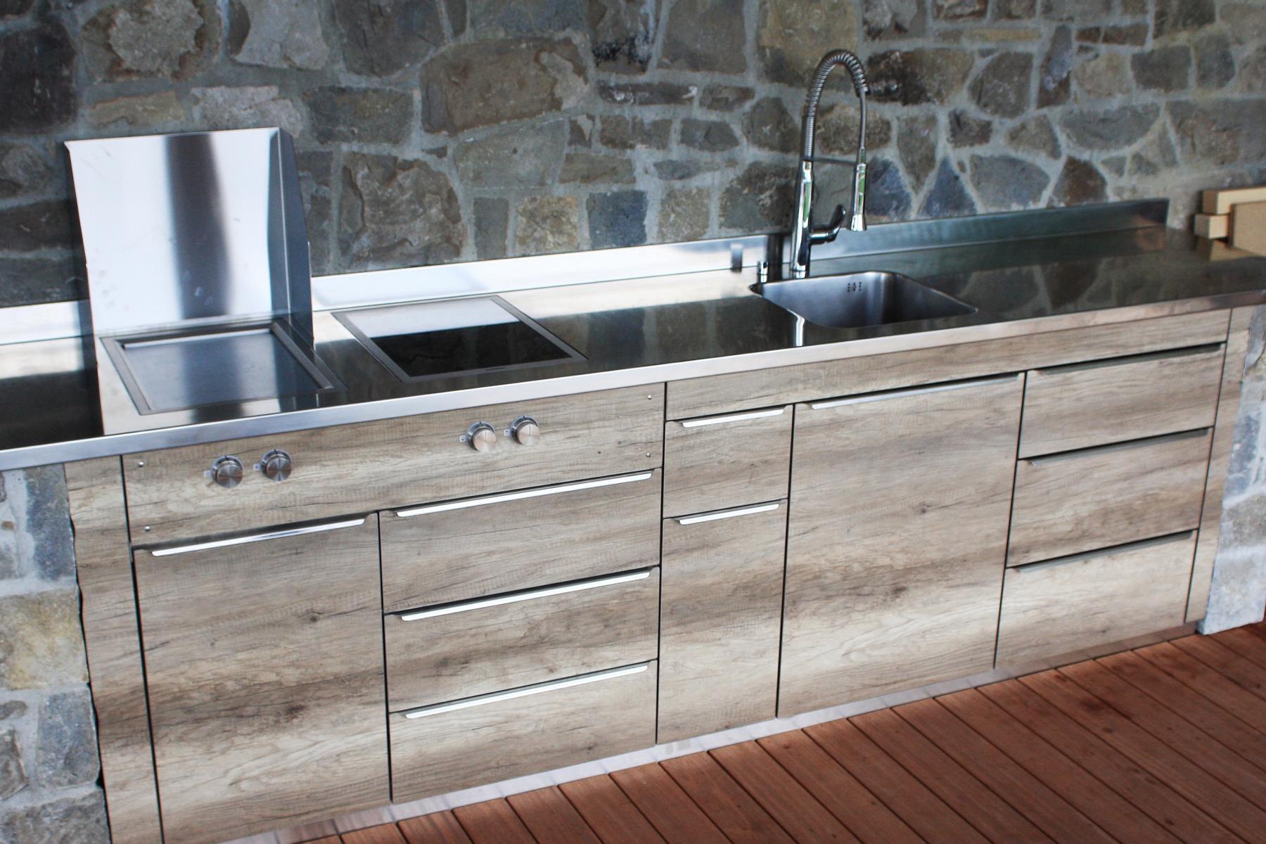 Outdoorküche Mit Kühlschrank Qualität : Massgeschneiderte aussenküchen aus edelstahl für sie!